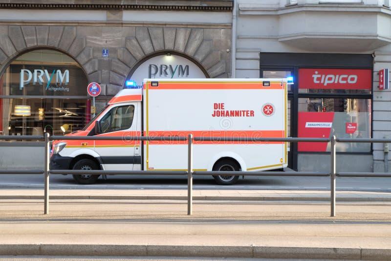 Ambulance garée à Munich images libres de droits