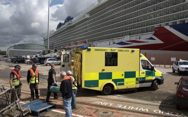 Ambulancia de la emergencia en llamada imágenes de archivo libres de regalías
