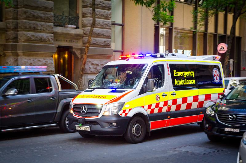 Ambulancia de la emergencia de Nuevo Gales del Sur en Pitt St, Martin Place fotos de archivo libres de regalías
