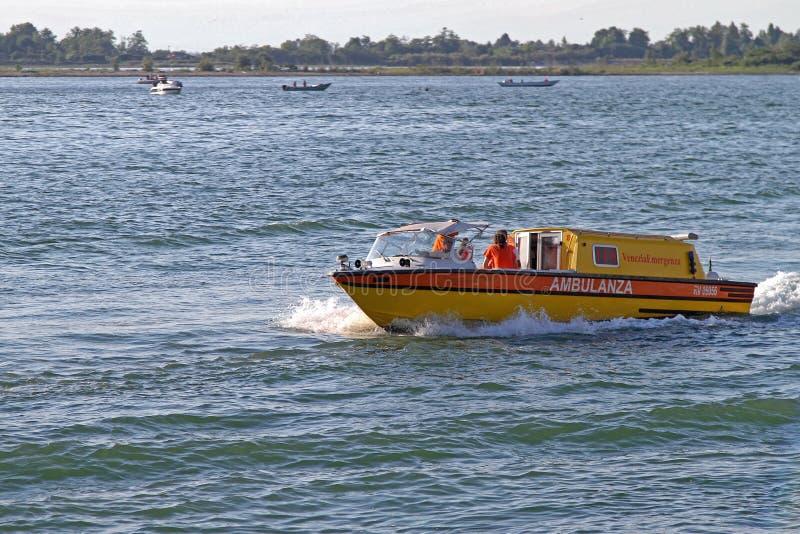 Ambulancia del agua de Venecia fotos de archivo