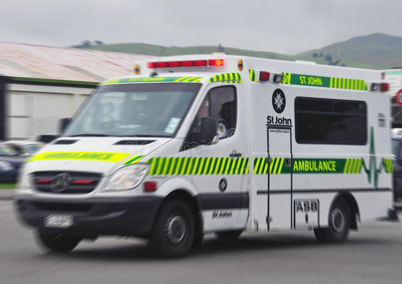 Ambulancia en blanco imagen de archivo libre de regalías