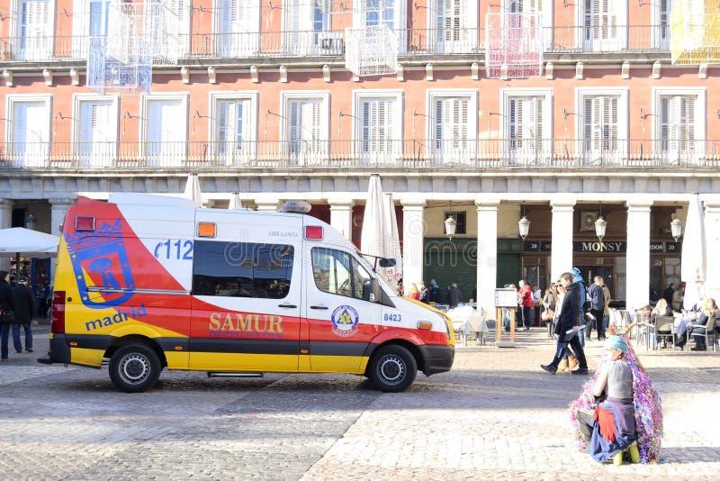 Ambulancia en el alcalde de la plaza, Madrid fotos de archivo libres de regalías
