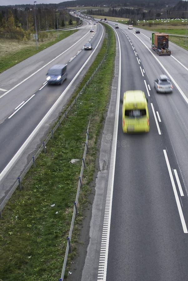 Ambulancia en la carretera imagen de archivo