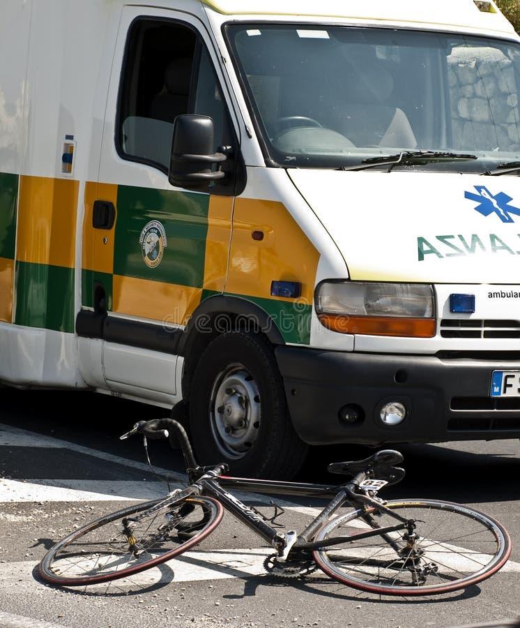 Ambulancia y bicicleta fotos de archivo libres de regalías