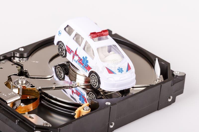 Ambulansbil på hårt drev eller hdd - data räddar begrepp fotografering för bildbyråer
