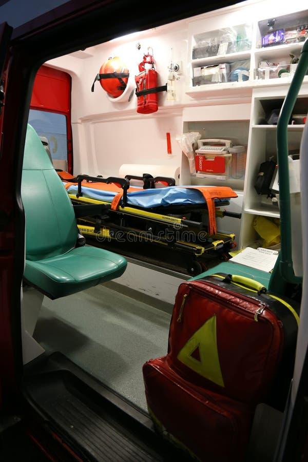 ambulansen details interioren för apparatnödlägeutrustning royaltyfri fotografi