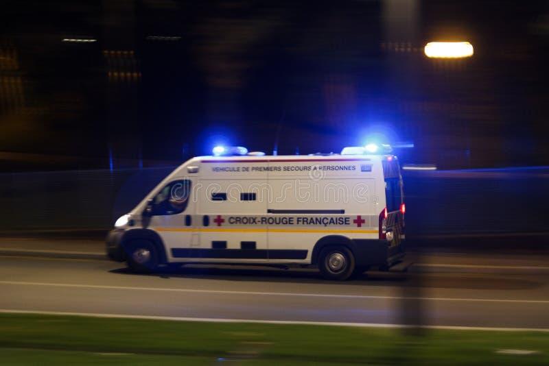 Ambulansen rusar royaltyfria foton