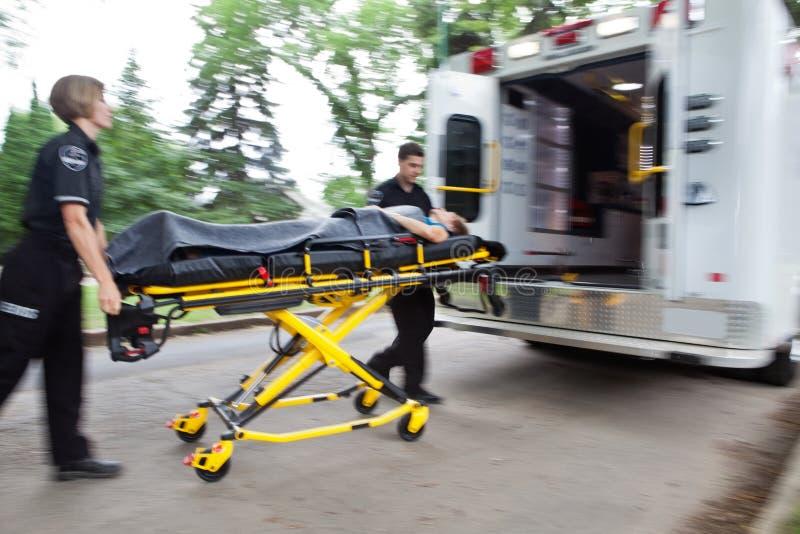 ambulansnödläge arkivfoto
