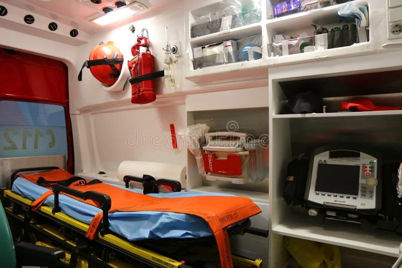 Ambulansowi wnętrze szczegóły - pierwszej pomocy załoga obrazy stock