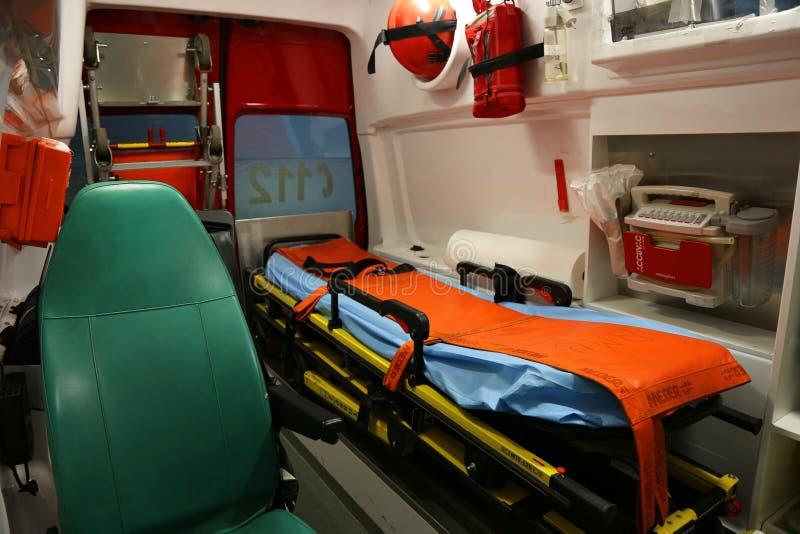 Ambulansowi wnętrze szczegóły - pierwszej pomocy załoga obrazy royalty free