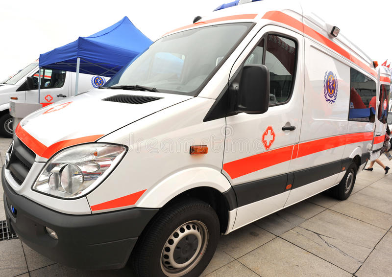 ambulansowy benz Mercedes zdjęcia royalty free