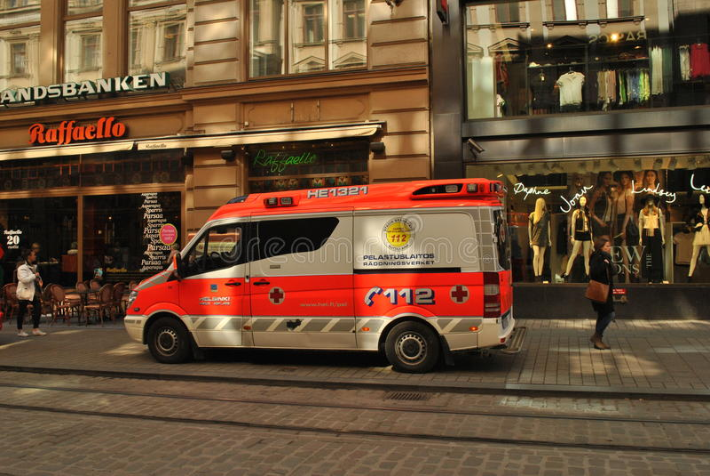 Ambulanza a Helsinki fotografia stock libera da diritti