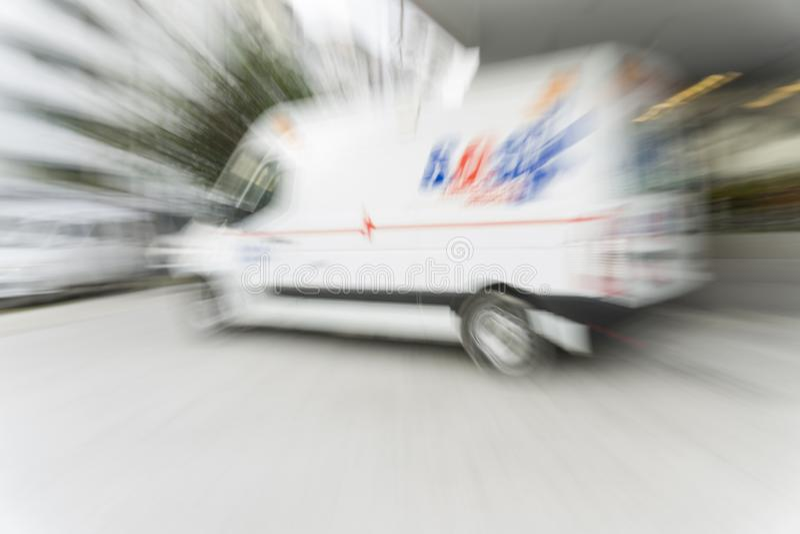 Ambulanza nella città fotografie stock