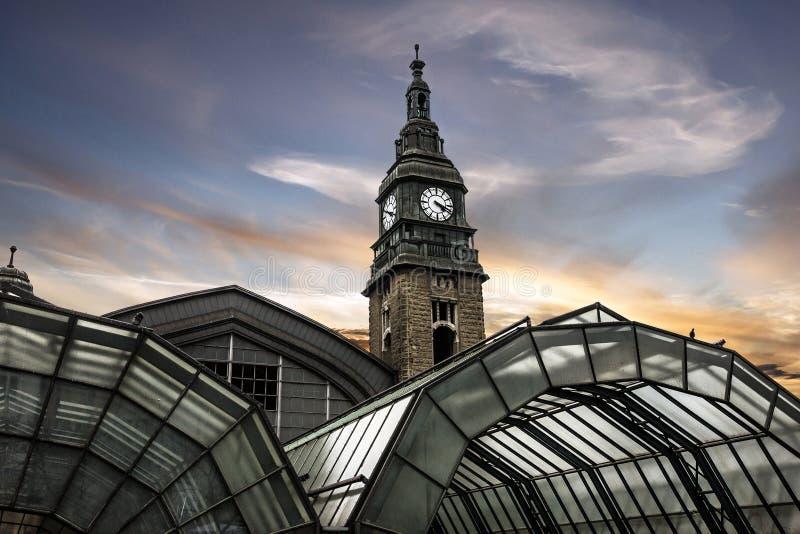 Amburgo, Germania Costruzione della stazione ferroviaria fotografie stock