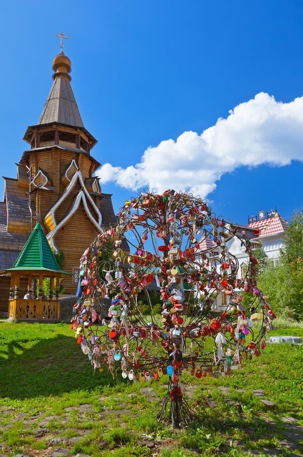 Ame el árbol de las cerraduras en Izmailovo el Kremlin - ruso de Moscú foto de archivo libre de regalías