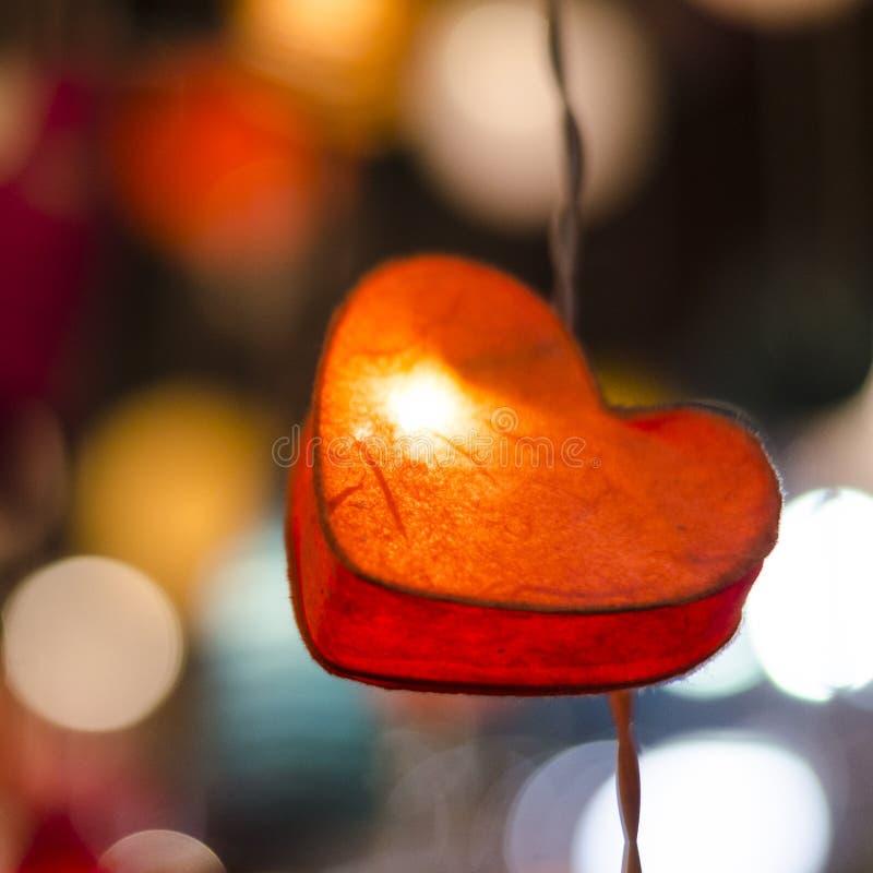 Ame el concepto, la ejecución del símbolo del amor de la forma del corazón en vintage y el gra fotografía de archivo libre de regalías