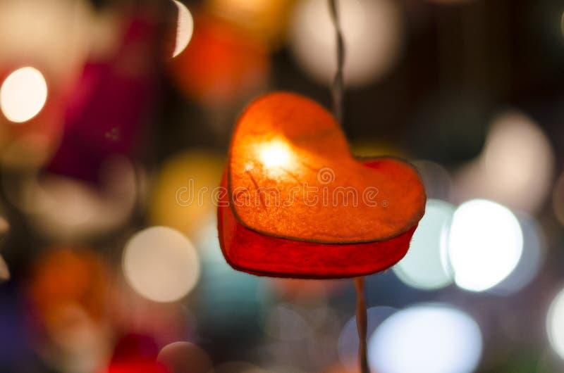 Ame el concepto, la ejecución del símbolo del amor de la forma del corazón en vintage y el gra foto de archivo libre de regalías