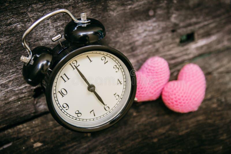 Ame el reloj en el reloj del ` de 6 o, época de las memorias cariñosas dulces del paso fotos de archivo