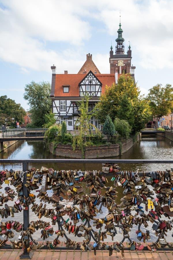 Ame la casa de las cerraduras, del ` s de Miller y el canal en Gdansk fotografía de archivo libre de regalías