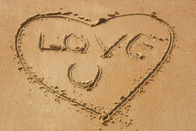 Ame-o na praia arenosa fotos de stock royalty free