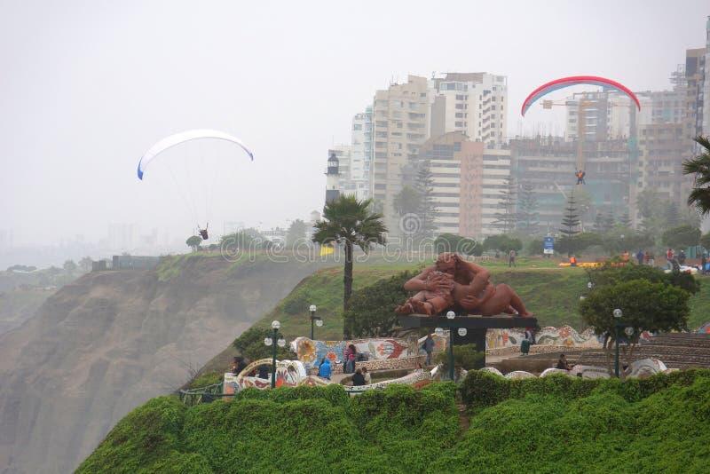 Ame o parque no distrito de Miraflores, Lima, Peru imagens de stock