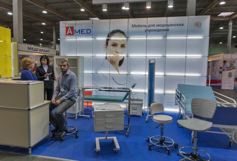 Amed båth at International Medical Forum i Kiev, Ukraina fotografering för bildbyråer