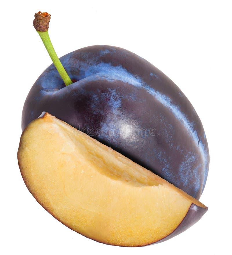 Ameixa e metade do fruto em um branco O arquivo contém trajetos de grampeamento fotografia de stock royalty free