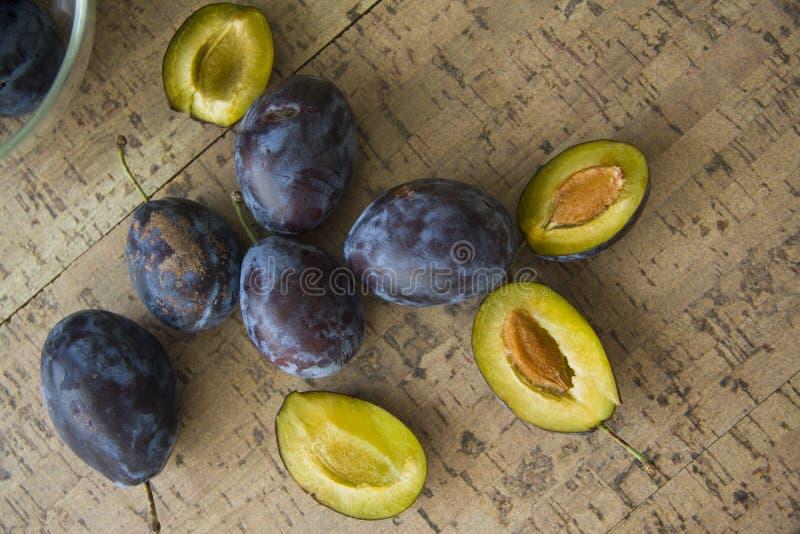 Ameixas frescas fotos de stock