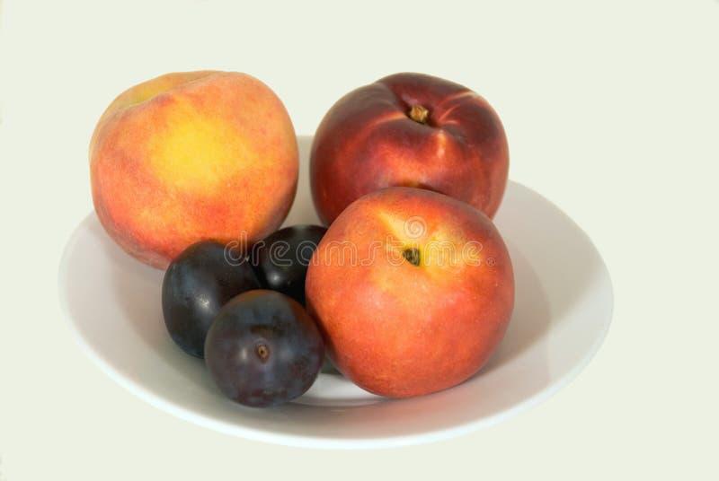 Ameixas frescas, pêssegos, nectarina foto de stock
