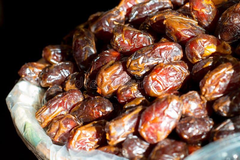 Ameixas secadas no mercado fotografia de stock royalty free