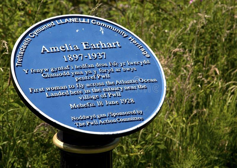Amelia Earhart Sign Plaque, trajeto litoral do milênio, Pwll, porto Burry, Llanelli, Gales do Sul fotos de stock royalty free