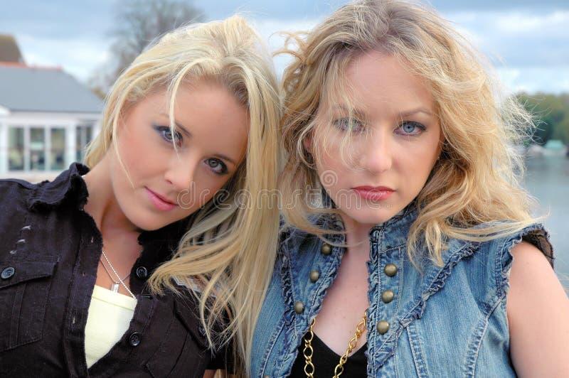 Amelia en Keeley1 stock afbeeldingen