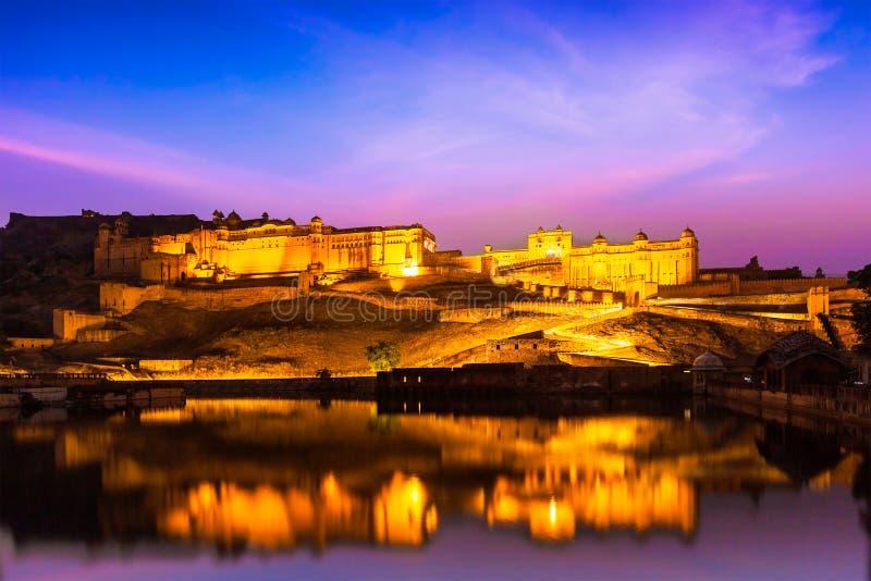 Amer Fort på natten i skymning Jaipur Rajastan arkivbilder