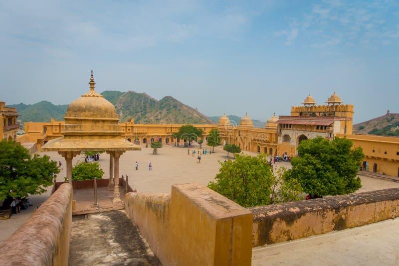 Amer, India - September 19, 2017: Mooie mening van de oude structuur binnen van het paleis in binnen gevestigde Amber Fort, stock afbeelding