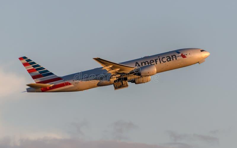 American Airlines Boeing 777 fotografering för bildbyråer