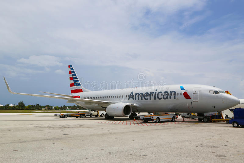 American Airlines Boeing 737 ad Owen Roberts International Airport a Grand Cayman fotografia stock