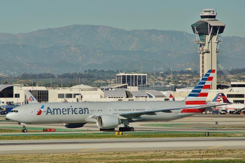 American Airlines Boeing B-777-323ER N727AN royaltyfria foton