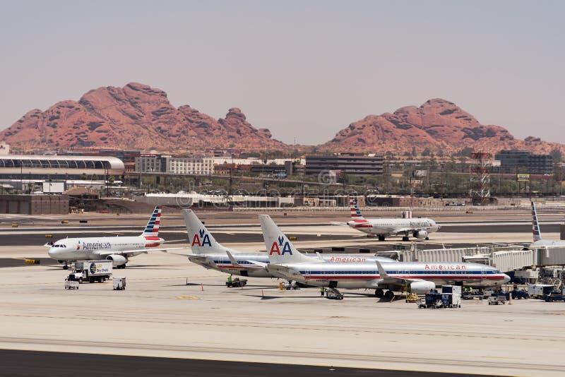 American Airlines estacionou no aeroporto de Phoenix SkyHarbor 28 de maio de 2016 (Reuters) fotografia de stock