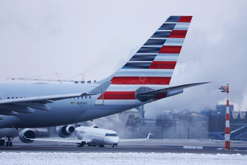 American Airlines nivå, närbildsikt av svansen arkivbild