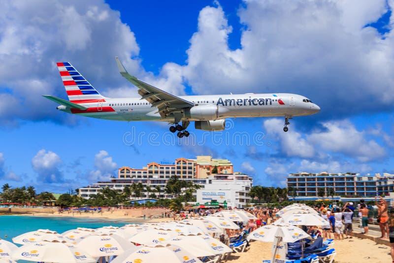 American Airlines på StMaarten royaltyfri bild