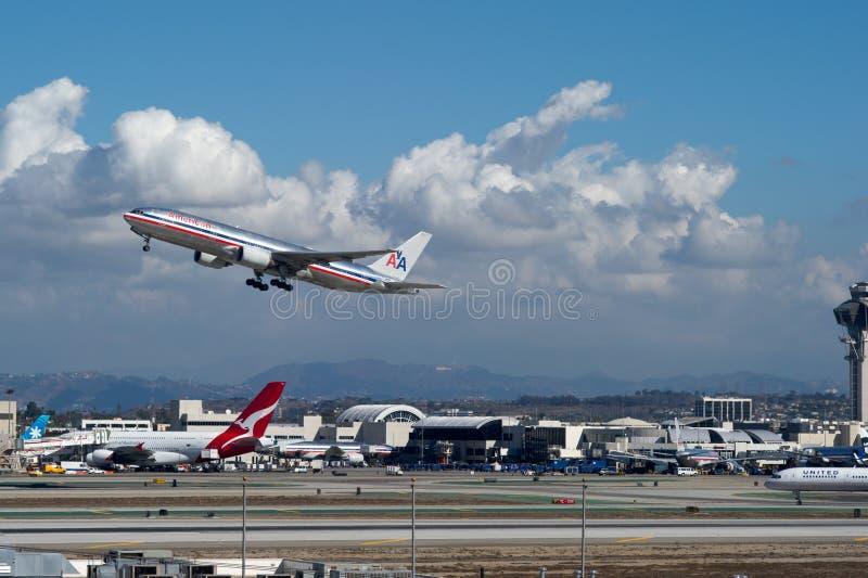American Airlines sprutar ut att ta av arkivfoton
