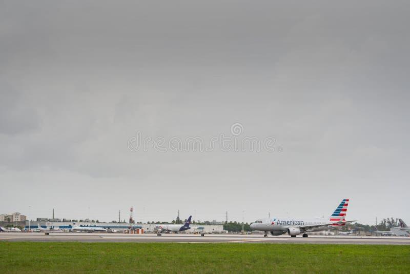 American Airlines-Straal bij de Internationale Luchthaven van Miami royalty-vrije stock afbeeldingen