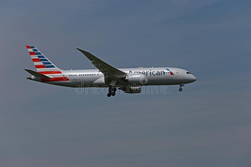American Airways Boeing 787-900 landing royalty free stock images