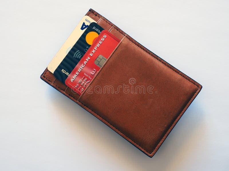 American Express kreditkort i liten brun läderplånbok royaltyfria bilder