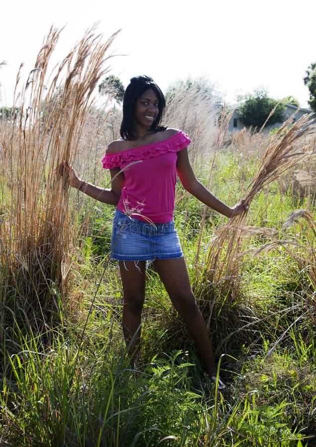 Americano africano adolescente na natureza imagens de stock