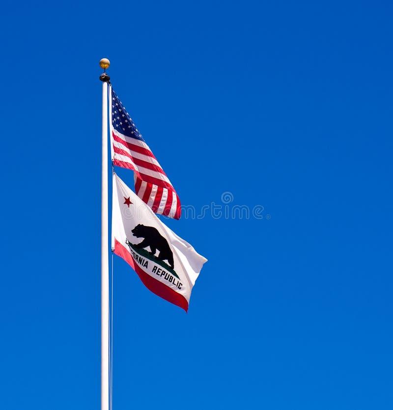 Americano e bandierine della condizione della California immagine stock