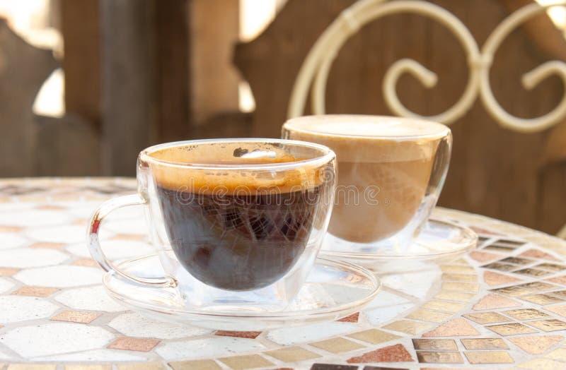 Americano et cappuccino photos libres de droits