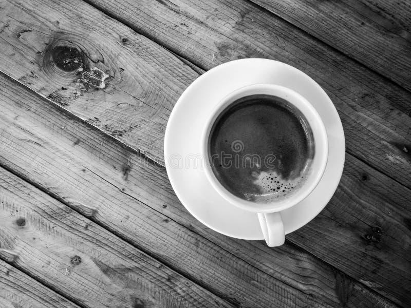 Americano-Kaffee, auf hölzerner Tabelle lizenzfreies stockbild