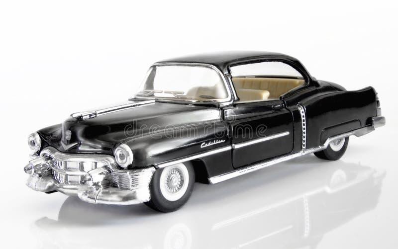 Americano preto Cadillac de 1952 em um fundo branco com refle imagens de stock