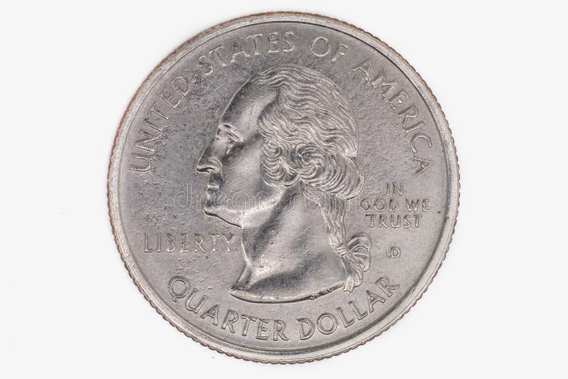 Americano una moneta di un quarto di dollaro isolata su un fondo bianco fotografia stock